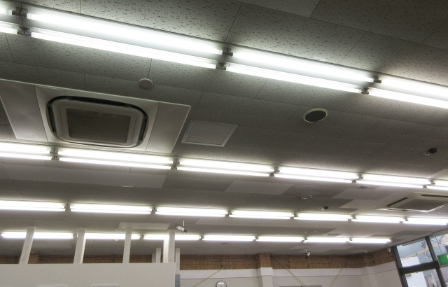 大規模修繕の電気設備工事「LED照明取替」