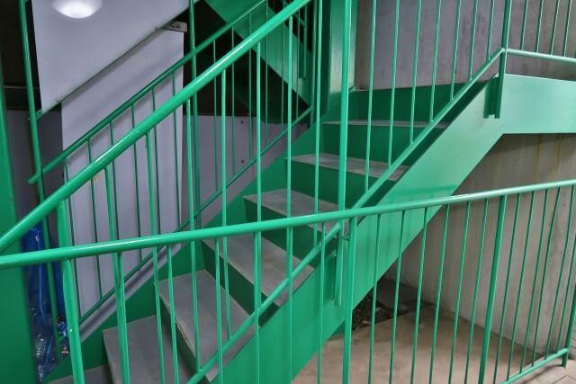 大規模修繕に伴う外部金物(鉄部)の種類と修繕目安&塗装工事の流れ